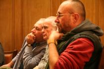 Iași, 2008. Aula Bibliotecii Centrale Universitare. Cu Mihail Gălățanu și Emil Brumaru, la prima ediție a Petrecerii cu poezie, prieteni și trufe de ciocolată