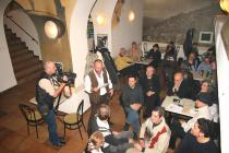 Decembrie 2009. Lectură la cafeneaua La Muzeu (MNLR), �nsoțit de muzica lui Ion Zubașcu