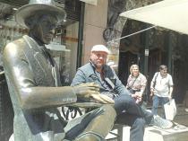 2013. Lisabona. Cu Fernando Pessoa, pe terasa cafenelei A Brasileira