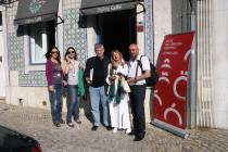 2013. Lisabona. Cu Daniel Nicolescu şi actriţa Luminiţa Pereira �n faţa cafenelei Orfeu, �naintea lecturii din cadrul Note de Literatura Europeia