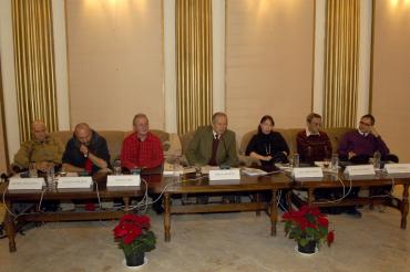 2013, la sediul ICR Bucureşti. Cu Daniel Bănulescu, Ioan Es. Pop, Mircea Martin, Anca Mizumschi, Răzvan Petrescu şi Caius Dobrescu